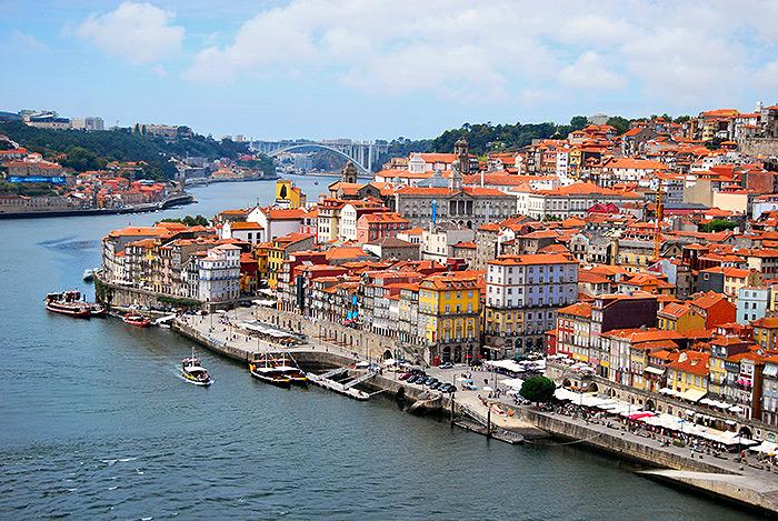 ilc-blog-private-tours-porto-city-center-car